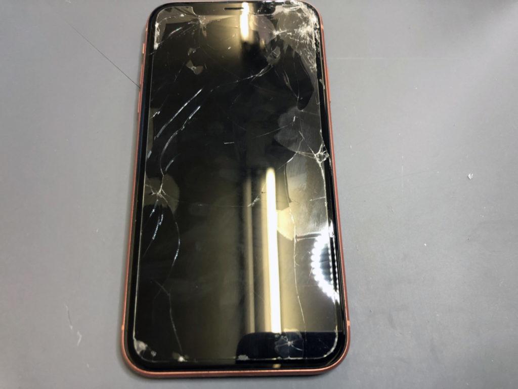iPhoneXR画面割れ
